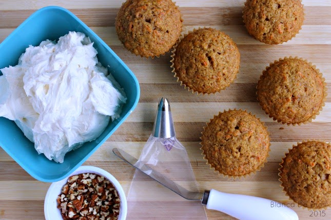 Betún de mantequilla para decorar panquecitos de zanahoria by www.unamexicanaenusa.com