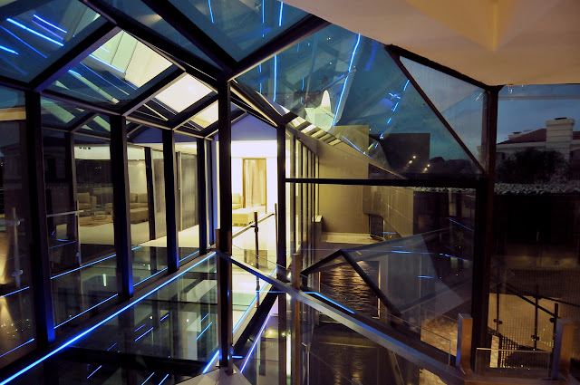 Glass wall and glass floor
