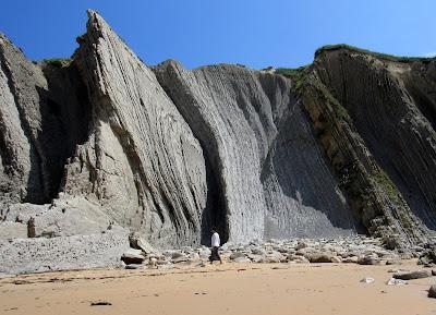 Playa de Cerrías. Rutas por la Costa Quebrada. Playas de la Costa Quebrada. Qué ver en la Costa Quebrada