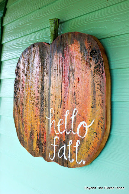fall decor, pumpkin, reclaimed wood, DIY, the great pumpkin, jigsaw, http://goo.gl/RHR2Yq