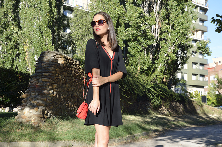 black_dress_red_bag_autumn_look_trends_gallery
