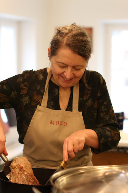 Mobile Kochkunst, Kochkurs, Event, Test, Kochkurstest, Fleisch, Kronfleisch, Knäckebrot, Tafel, Gabriele Hussenether