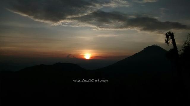 Golden Sunrise Sikunir, Dieng Wonosobo Jawa Tengah