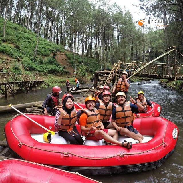 rafting paintball di bandung gravity adventure
