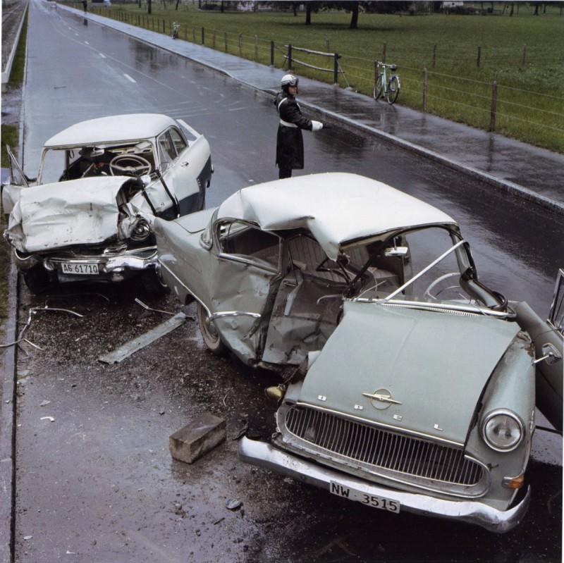 Informasi Dikongsi Bersama: Retro Car Crashes