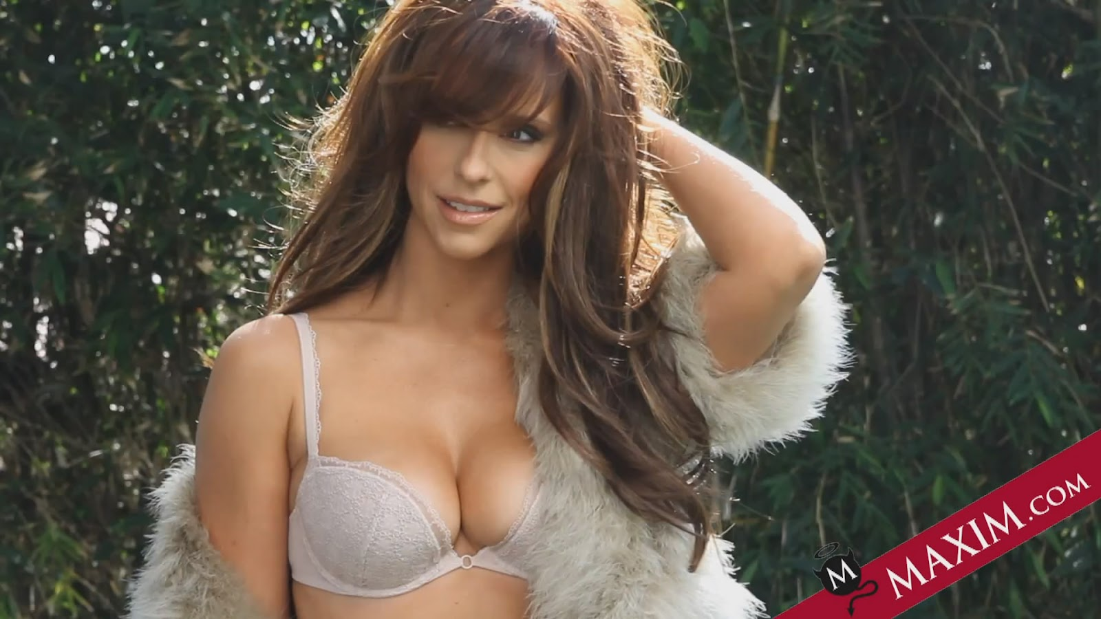 Can help jennifer love hewitt bra