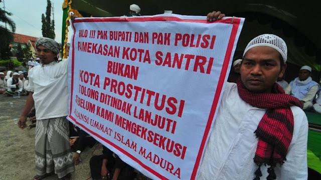 Laskar FPI Sweeping Masuk Ke Kampung, Reaksi Warga Pamekasan Tak Terduga Ramai-ramai.....