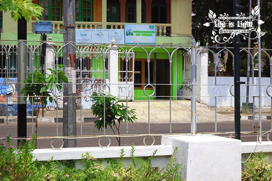 pagar masjid syuhada