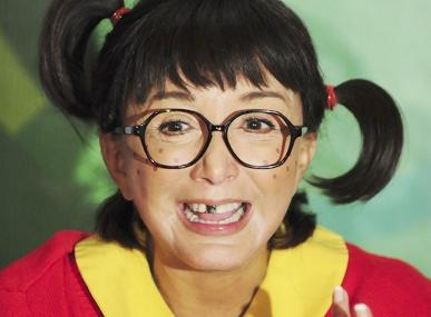 Foto de La Chilindrina con el diente negro