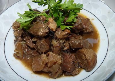 Duszona wołowina w sosie z czekoladą