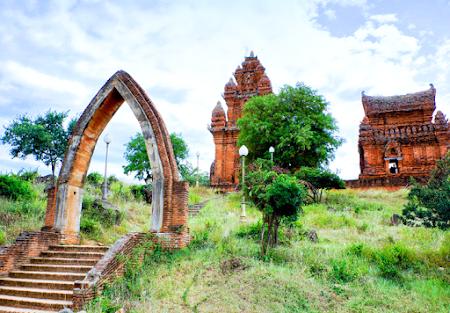 Lặng lẽ Tháp Chàm- Nguyễn Minh Phúc