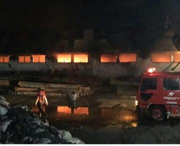 Pabrik Sepatu ATT Mojokerto Terbakar