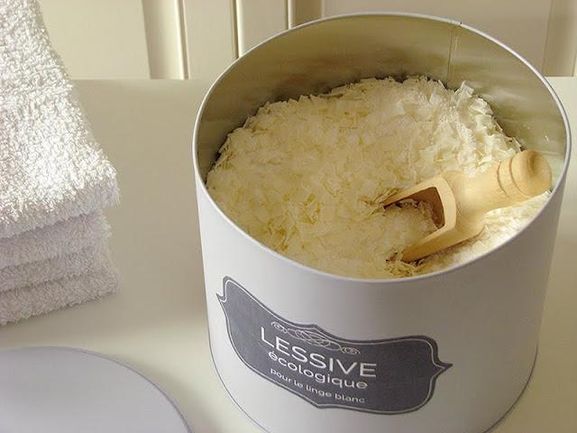 recette de lessive écologique faite maison aux paillettes de savon de Marseille