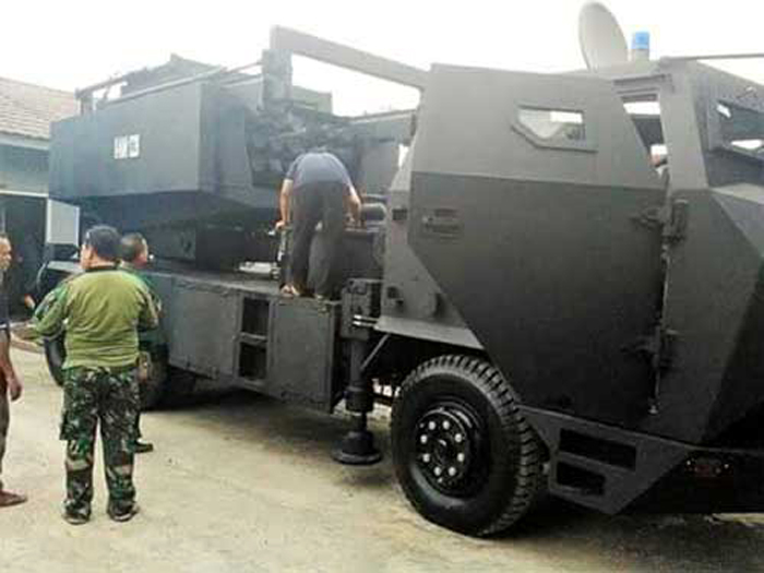 Prototipe Self Propelled MLRS, Buatan PT Prafir Jaya Abadi Bandung