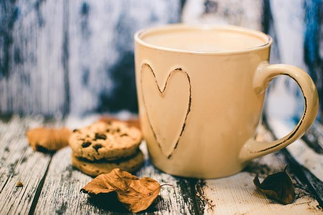 ładny kubek na kawę i herbatę pod choinkę