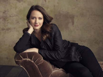 Amazing Amy Acker HD Wallpapers