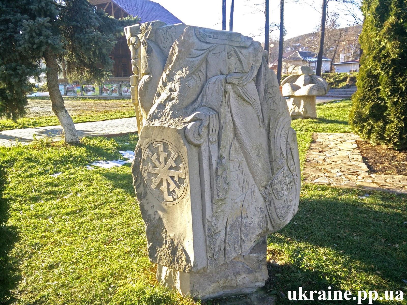 славянский языческий каменный идол
