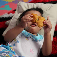 Mitos Makan Sambil Tiduran Bisa Jadi Ular