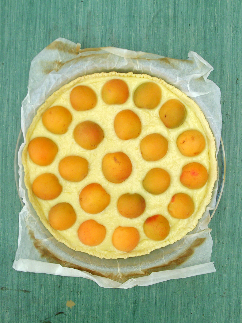Sweetened condensed milk cream + fresh apricots