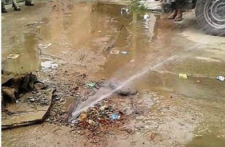 नीमकाथाना के वार्ड न. 11 में विभाग की अनदेखी व्यर्थ बह रहा पानी