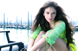 Aditi rao Hydari Bikini beach hd wallpaper (10)