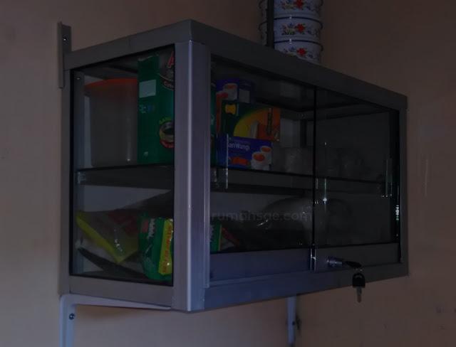 Kitchen Set Elegan dari Etalase Kaca