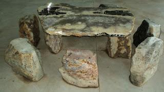 Mesa de Pedra, no Shopping das Pedras
