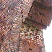 Photograph of the crack in Folly Arch in 1999 Image from the North Mymms History Project released under Creative Commons