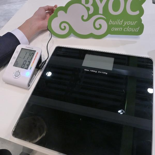 圖說:瑞士醫療設備商Medisanté的3G體重計、3G血壓計,後端使用宏碁的自建雲平台記錄、管理資料。