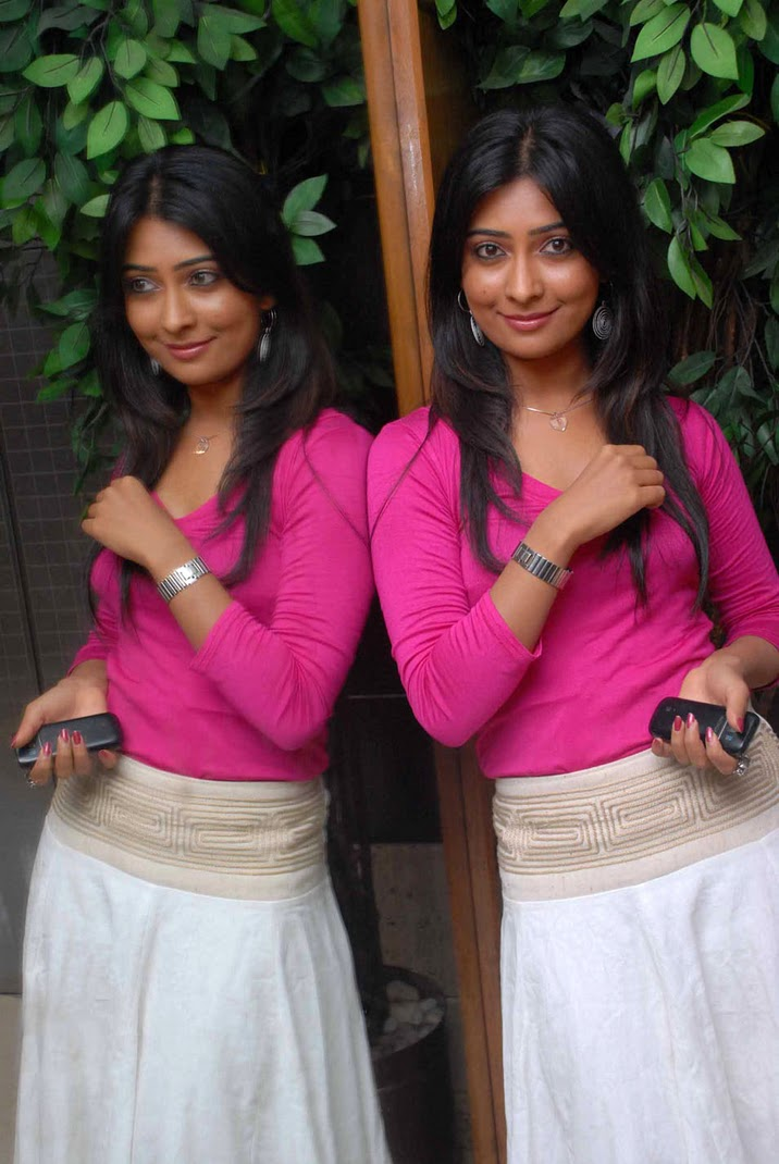 Cleavage Leaked Radhika Pandit  naked (87 photos), iCloud, see through