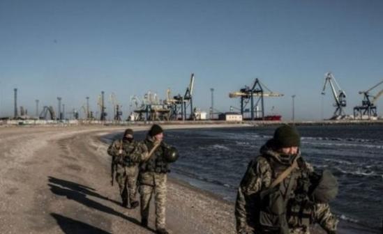 أوكرانيا، تحظر دخول الرجال الروس الذين تتراوح أعمارهم بين 16 و 60 سنة من دخول أراضيها.