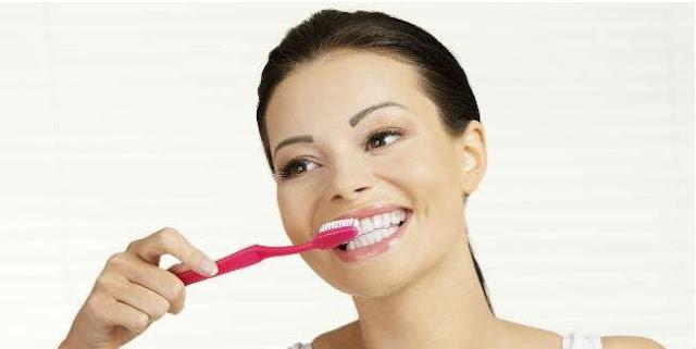 Tips memilih sikat gigi yang tepat