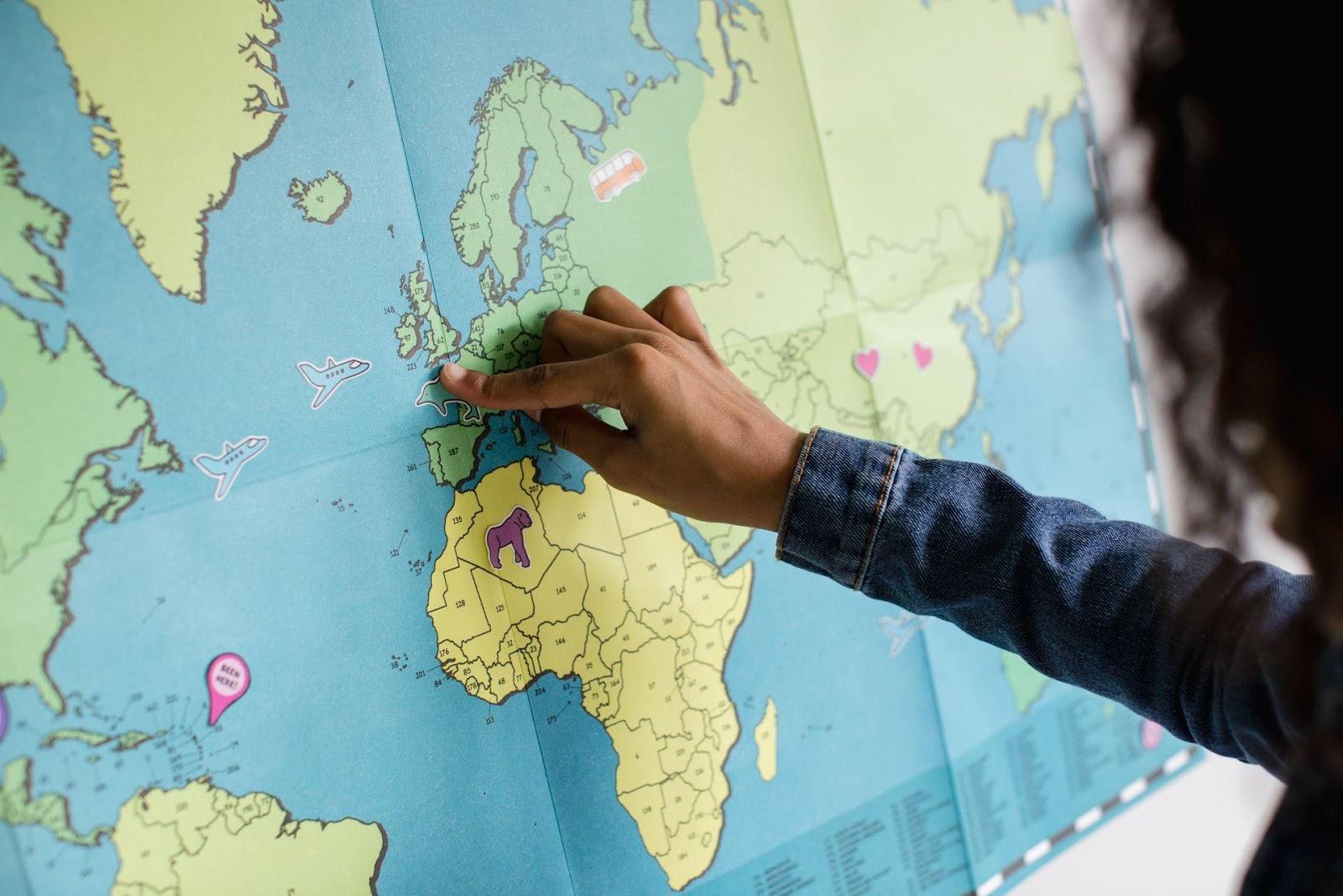 Wśród ciekawych nazw i wyrazów w europejskiej i polskiej przeszłości. Z profesorem Karolem Zierhofferem rozmawia Stanisław Szczęsny
