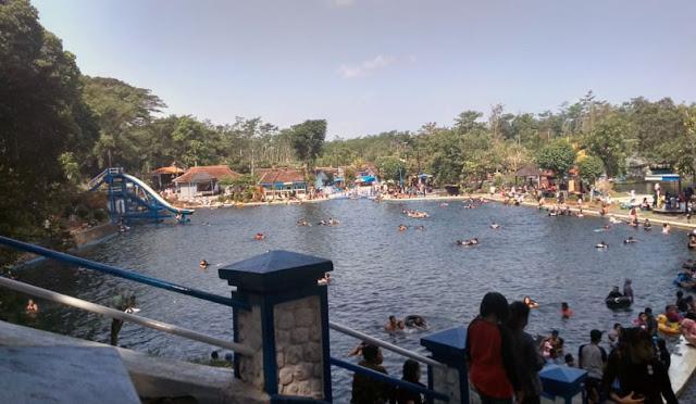 Pemandian Alam Selokambang banyak dikunjungi wisatawan
