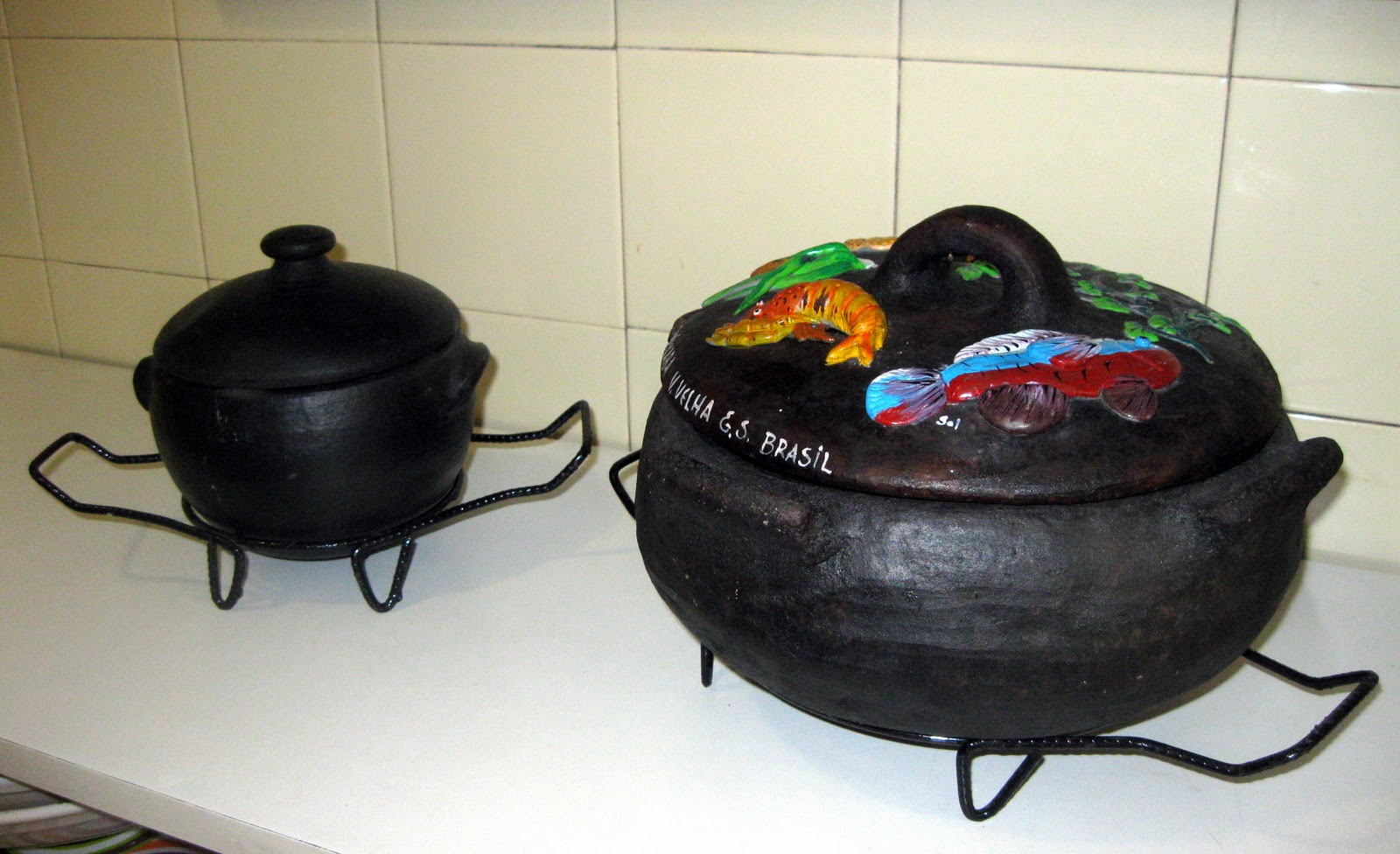 clay pot vs cast iron Qualidade de Vida: Cast Iron vs Clay Pots