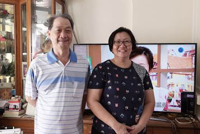 Source: Singtel. Mr and Mrs Chua Boon Kwee were gifted with a Samsung TV and two years of set top box rental for being one of the longest-tenured Singtel TV subscribers in Singapore.