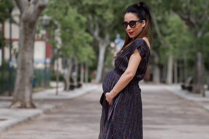 Blogger Influencer embarazada con outfit estilismo para bautizo