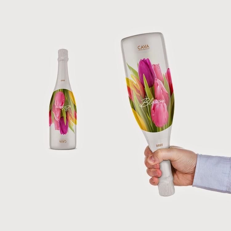 botella de vidrio decorada de flores hermosas