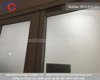 Hình ảnh khảo sát cửa tại công ty viễn thông Mobifone.