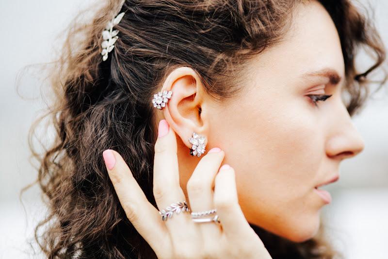 стильные украшения на ухо