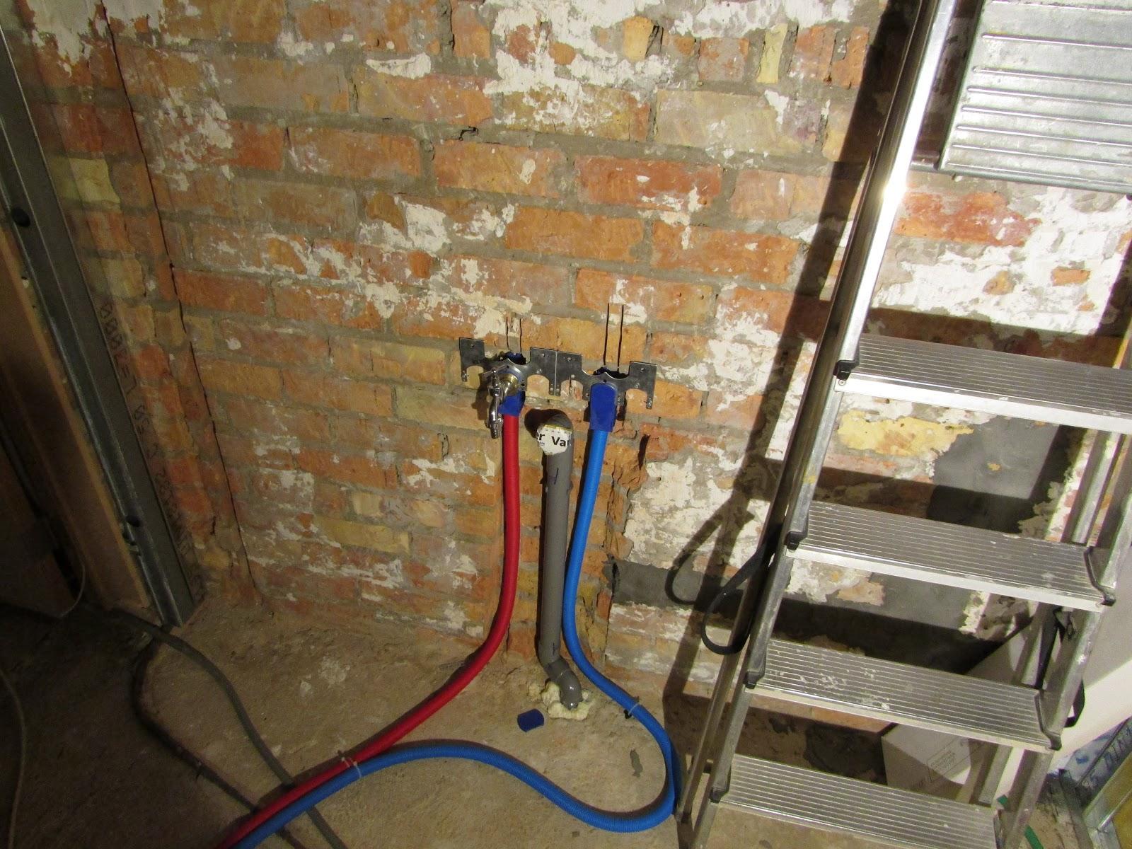 verbouwing van ons ouderlijk huis: waterleidingen badkamer 2