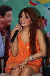 Actress Saloni Aswani Pos in Short Dress at Meelo Evaru Koteeswarudu Movie Interview  0125.JPG