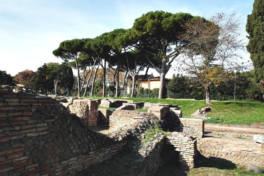 Majestatyczne ruiny dawnego portu Rzymu,