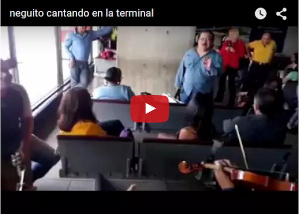 Negito Borjas se pone a cantar en pleno aeropuerto