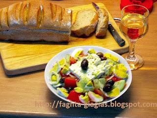 Χωριάτικη σαλάτα με αυγά - από «Τα φαγητά της γιαγιάς»