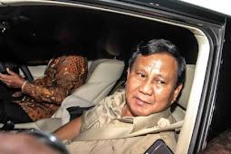 Malam-malam, Prabowo Sambangi Rumah Dinas Wapres JK