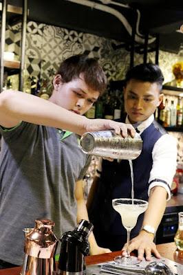 Giảng Viên Bartender hướng dẫn học viên