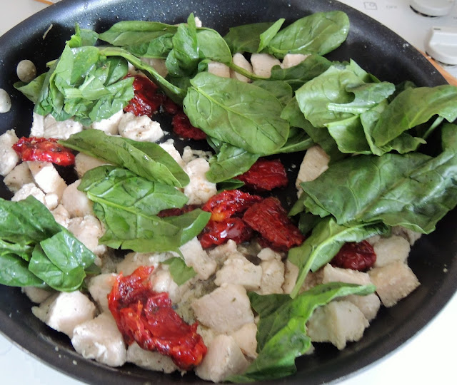 Spinach, Tomato, and Chicken Pasta