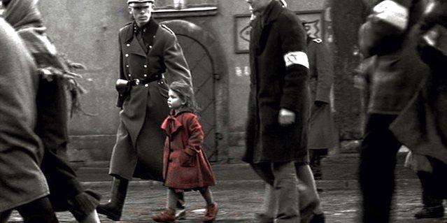 Lista de Schindler. Niña del abrigo rojo.