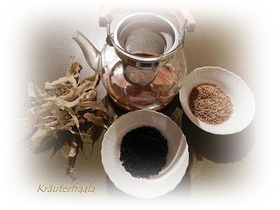 Teekanne mit Teekräutern